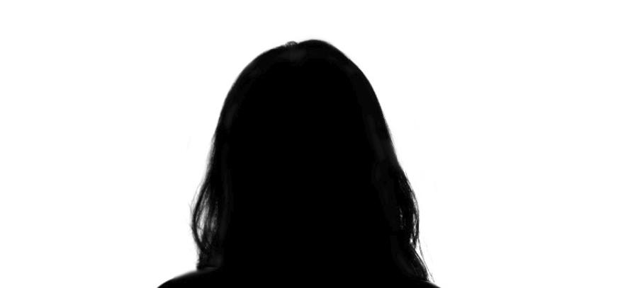 Černá hlava, která vyniká na bílém pozadí