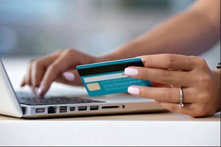 El pago en línea todavía no está disponible en Madagascar.