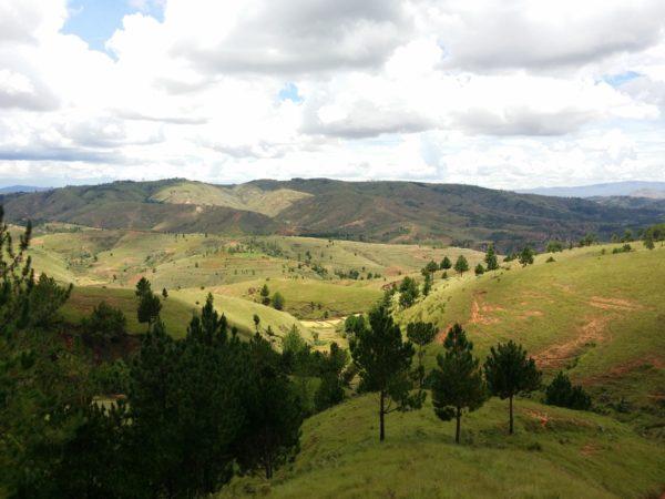 Malý pohled na krásné krajiny, které potkáte na RN1 na cestě do Ambatomirahavavy