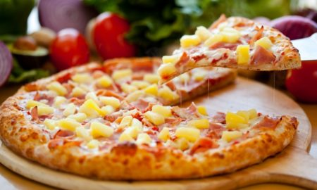 One of the flagship products of Antananarivo's fast-food chains: a pizza!