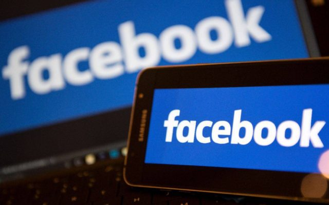 El 50% de los usuarios de Facebook van allí para mantenerse en contacto con sus amigos y familiares.
