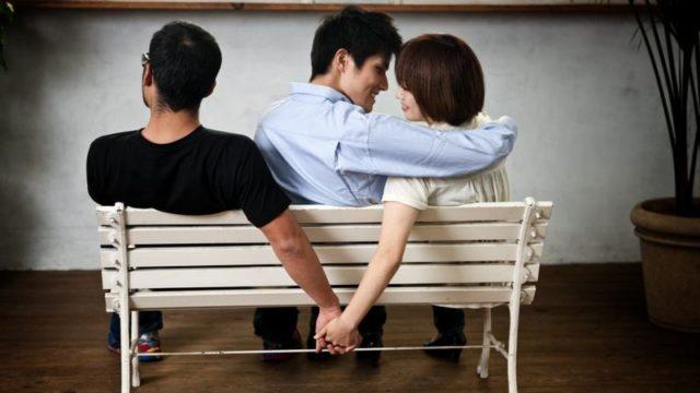 El 35% de los que engañan a su pareja admiten tener miedo de ser atrapados...