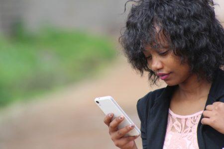 El sistema de Mobile Money en Madagascar es fácil de usar según el 85% de los tananarivianos que lo poseen.