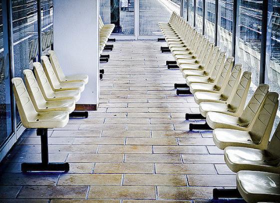 Las salas de espera son lo suficientemente amplias para acomodar a todos.