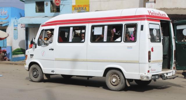 El Taxi-be sigue siendo el medio de transporte más utilizado por los tananarivianos para ir al trabajo.