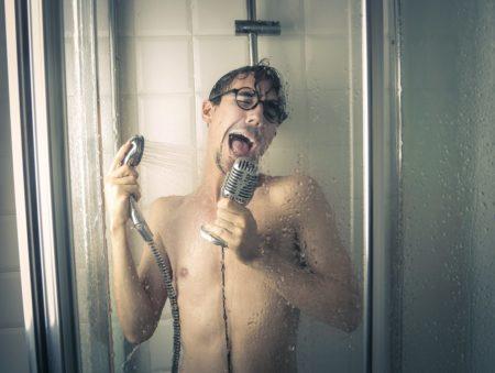 Además de una sensación de bienestar, una buena ducha puede ayudarte a descubrir talentos de canto ocultos:p