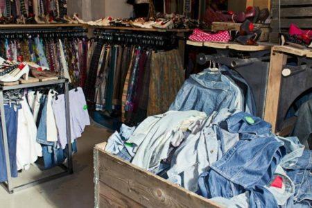 Las tiendas de segunda mano están empezando a abrir en la capital