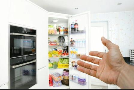 Ano, 60% Antananarivo má lednici, ale stále je plná, nevíme:)