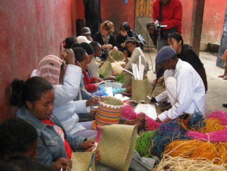 """Tašky """"Vita Malagasy"""" však Tananarivians oceňuje."""
