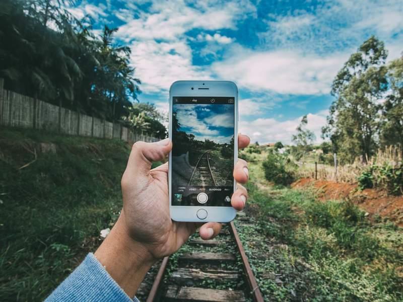 Mobilní připojení je výhodné pro sdílení fotografií z dovolené. Na Facebooku samozřejmě!
